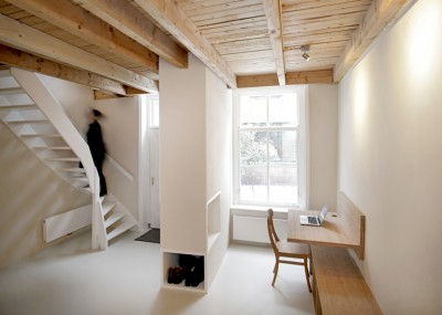 Pied-a-terre-Unknown-Architects_1-400x285